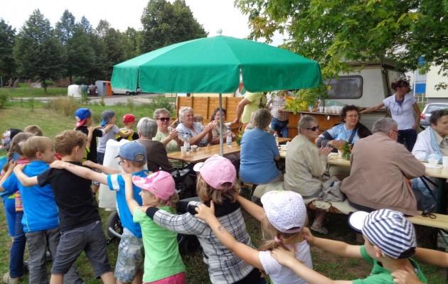 Senioren der Begegnungsstätte der Volkssolidarität feierten im Stadtteilgarten