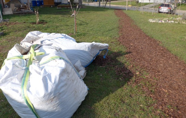 Mulch- und Pflanzenspenden für den Stadtteilgarten