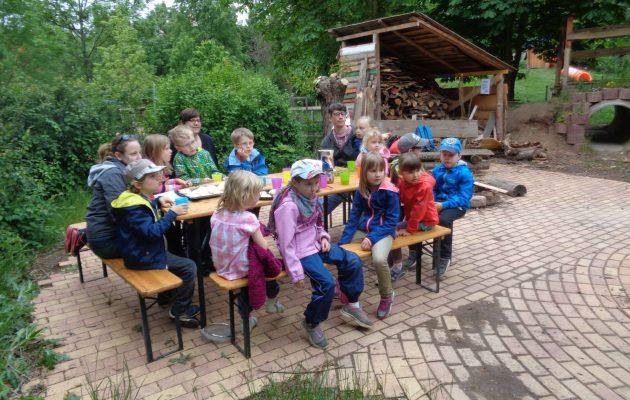 Backaktion mit Kindern – Freizeitladen stellt Lehmbackofen zur Verfügung