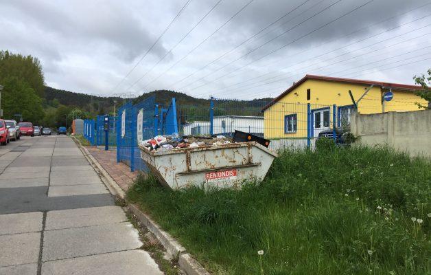 Container stand über ein Jahr in der B.-Brecht-Straße
