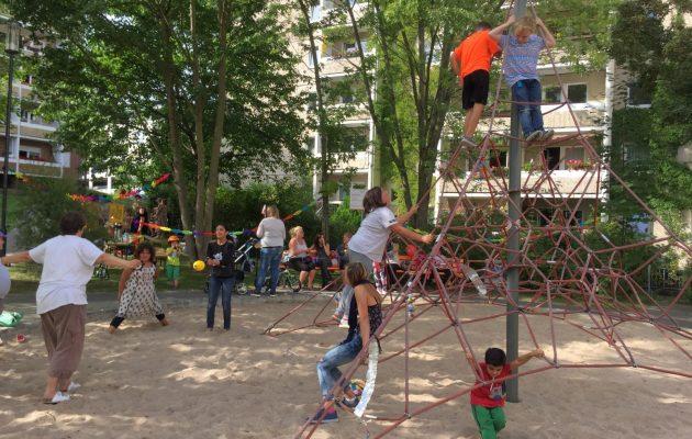Spielplatzfest an der Kletterspinne in der Max-Steenbeck-Straße