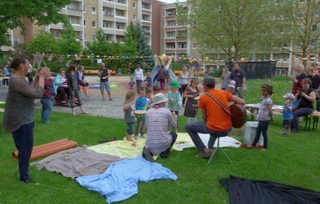 Kinder- und Nachbarschaftsfest auf dem Dino-Spielplatz