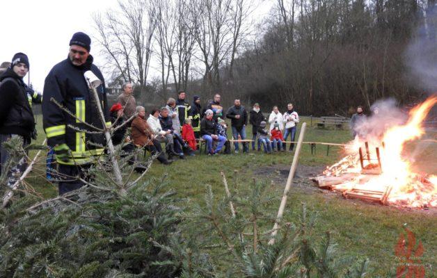 Weihnachtsbaum verbrennen in Ammerbach