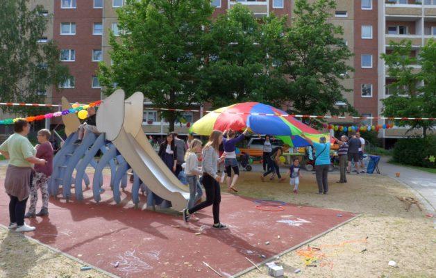 Kinder-Spaß für Groß und Klein am Dino-Spielplatz