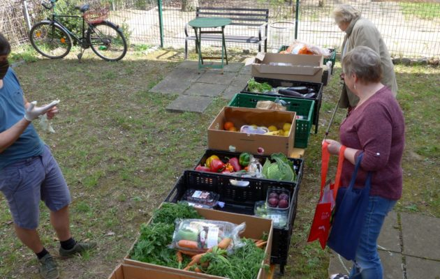 Lebensmittelvergabe in Winzerla